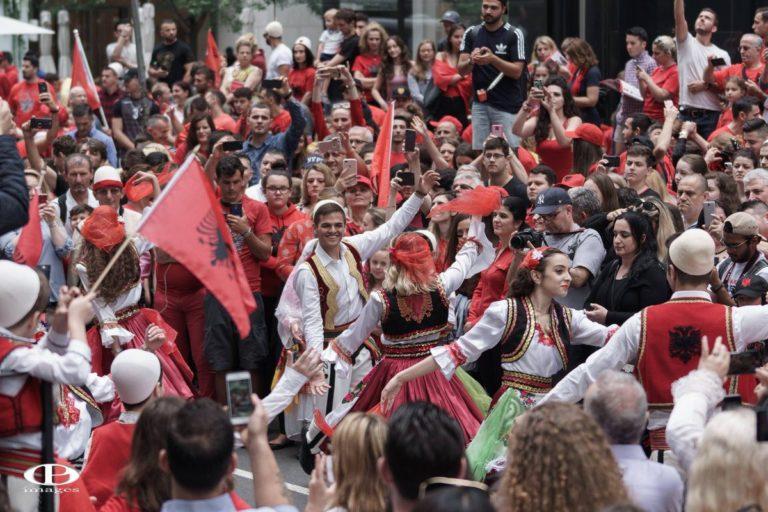Parada e shqiptarëve, në New York, këtë vit nderoi UÇK-në
