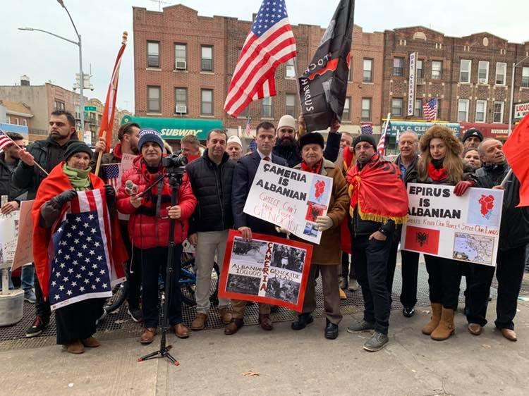 Shqiptaret protestë kundra qarqeve ultra nacionaliste greke në Amerikë!